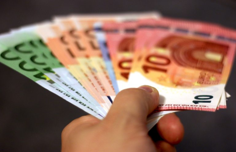 bank-notes-banknotes-bills-cash-259234